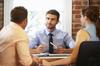 Aide premier achat immobilier - Un courtier immobilier en rendez-vous avec des clients