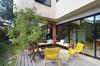Réglementation environnementale 2020 - Terrasse d'une maison RE2020