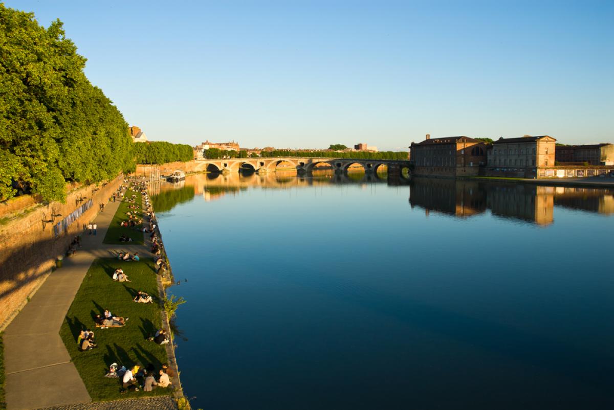 La Loi Pinel à Toulouse prolongée - Les quais de la Garonne en été