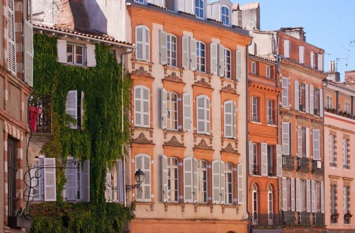 """""""Façades d'immeubles anciens au centre ville de Toulouse"""""""