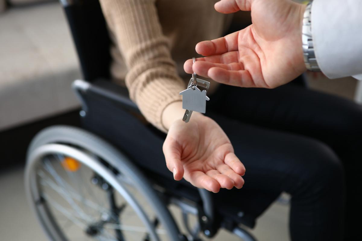 Louer un appartement neuf à Toulouse - Remise de clefs à une personne à mobilité réduite pour un appartement neuf adapté
