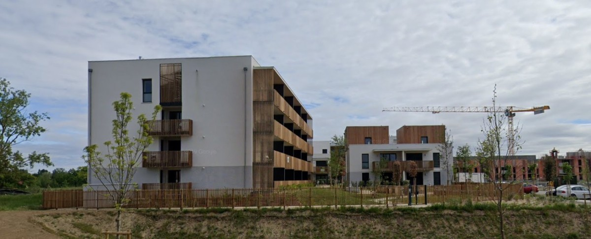 immobilier neuf villeneuve tolosane - Immeuble avec garde-corps en bois