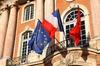 Les drapeaux sur le Capitole de Toulouse