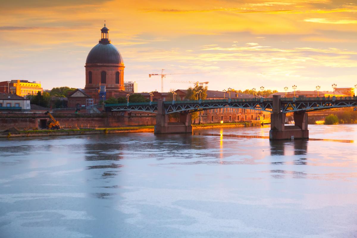 Immobilier neuf à Toulouse - Le pont Saint-Pierre et le dôme de l'hôpital La Grave à Saint-Cyprien