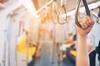 3eme ligne de métro à Toulouse - Main tenant une poignée suspendue dans un métro