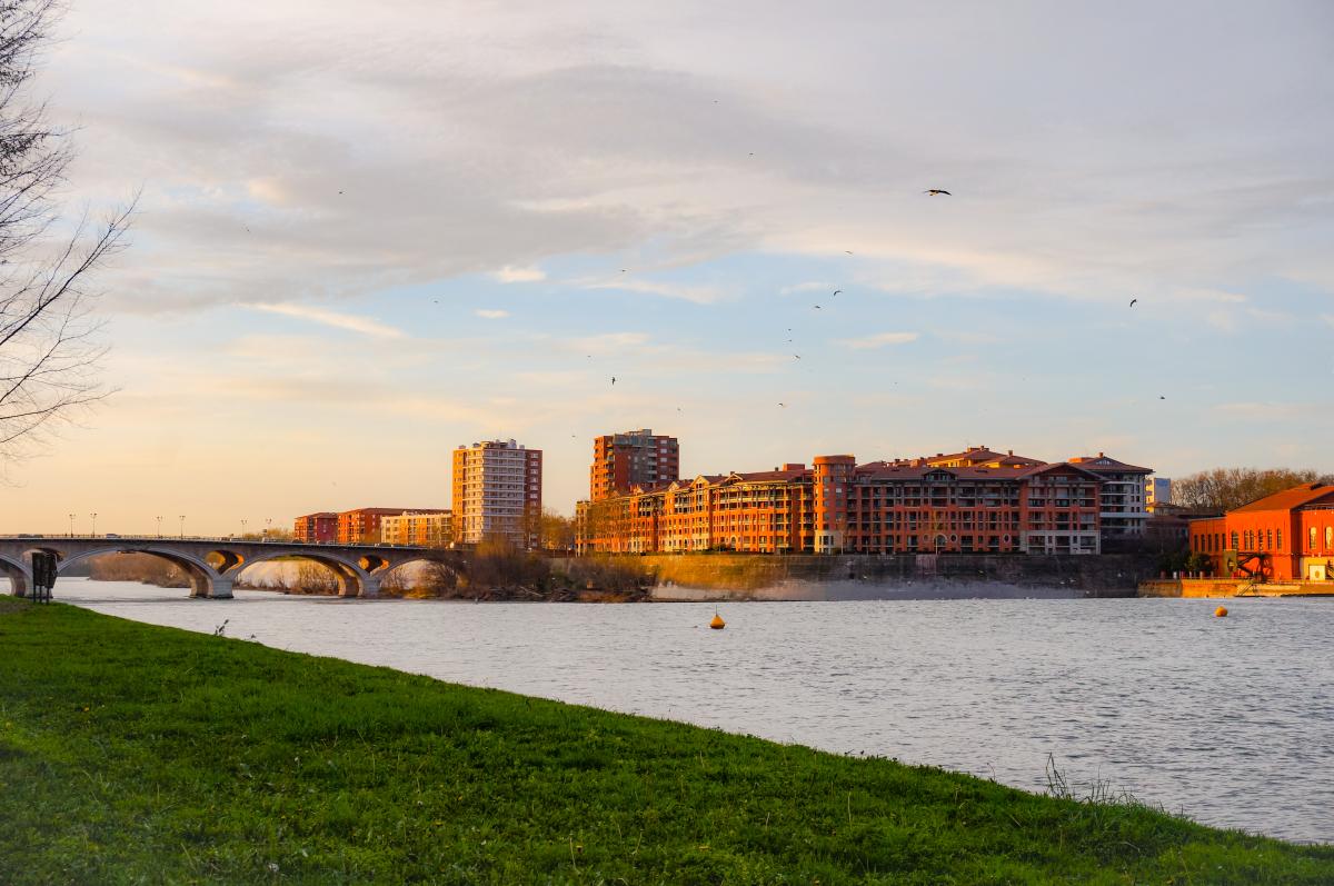 prix maîtrisé à Toulouse - le quartier de Compans Caffarelli vu au coucher du soleil