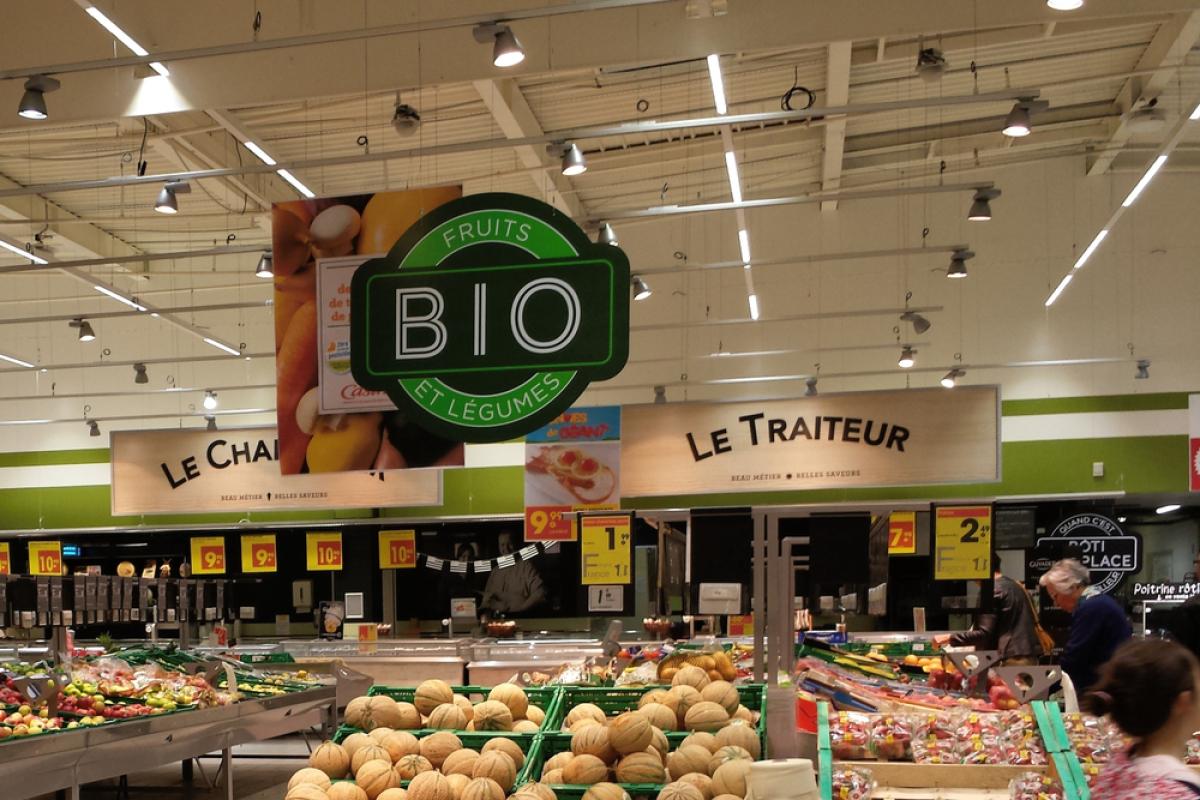 immobilier à Toulouse – un magasin bio et ses étals