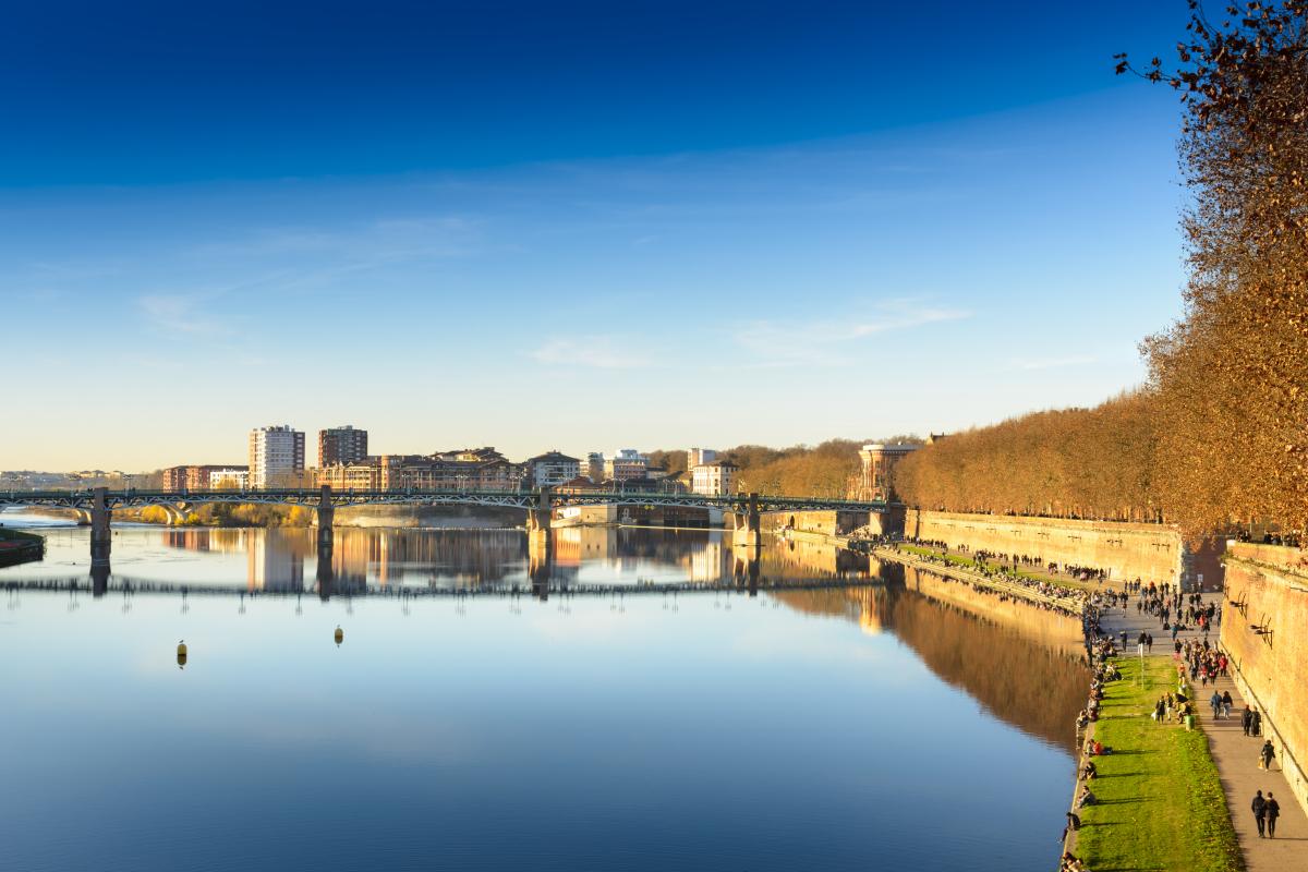 Le ptz à Toulouse - les quais de la Garonne à Toulouse lors d'un jour ensoleillé
