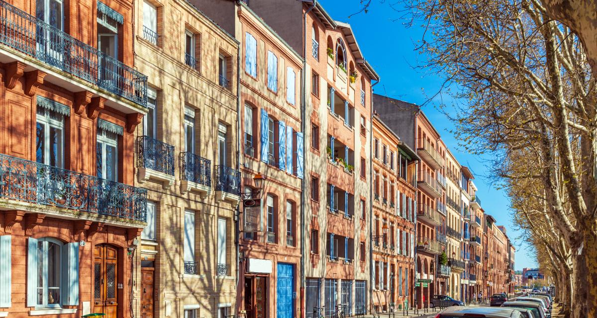 immobilier et coronavirus - Vue architecturale de Toulouse et de ses façades en brique