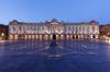 La place du Capitole en soirée à Toulouse