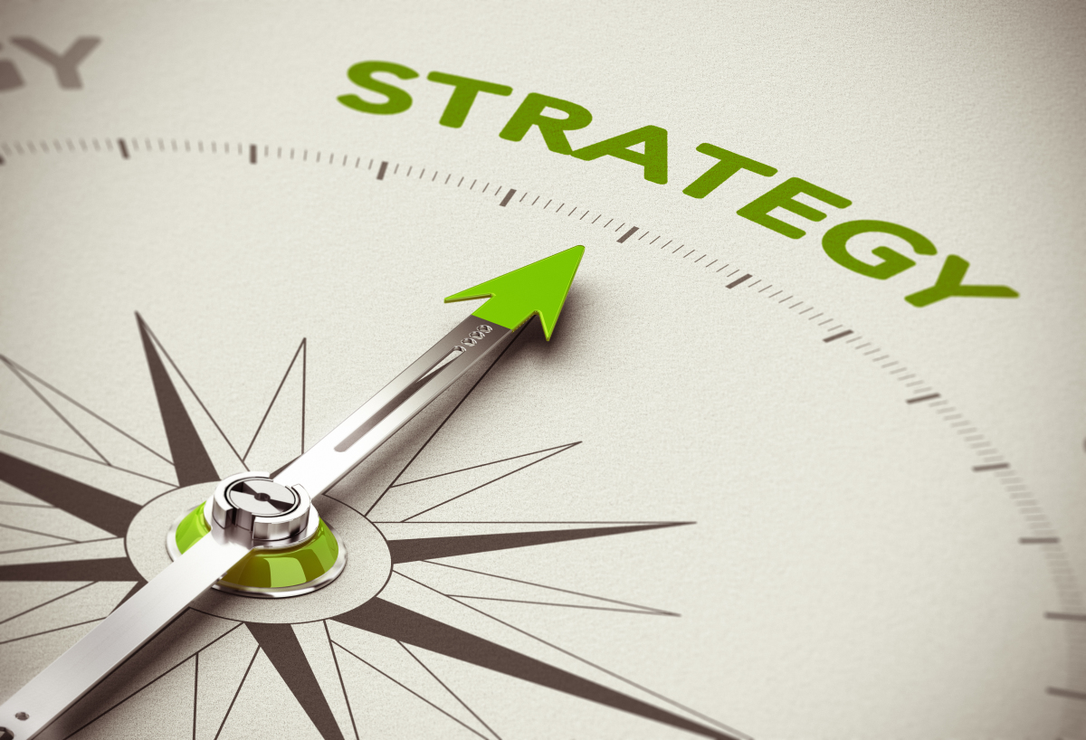 Immobilier durable - boussole pointant vers le mot stratégie