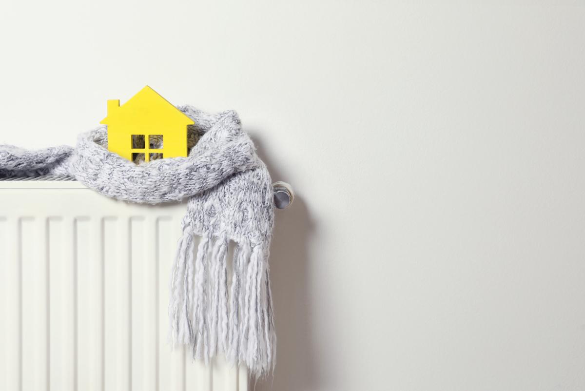 objet connecté  –  chauffage surmonté d'une maison, entourée d'une écharpe