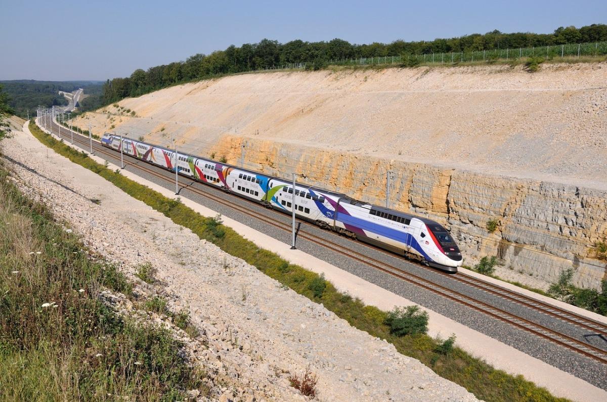 LGV Bordeaux-Toulouse  –  train LGV en marche