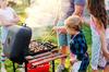 où vivre autour de Toulouse en famille  - famille avec enfants à un barbecue
