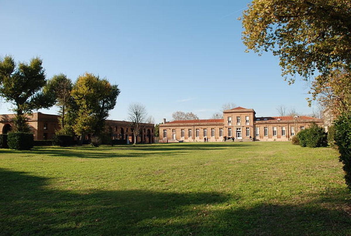 Quartiers où investir à Toulouse – Château de Marmande, siège de l'École de la Croix-Rouge dans le quartier de Lardenne