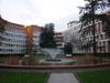 Vue des bâtiments de la Cité administrative de Toulouse depuis le jardin