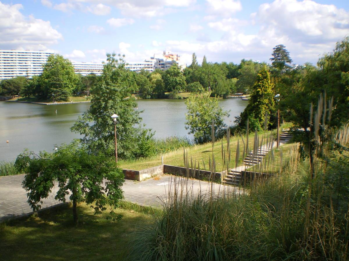 QPV à Toulouse – Vue sur le quartier de La Reynerie depuis le lac