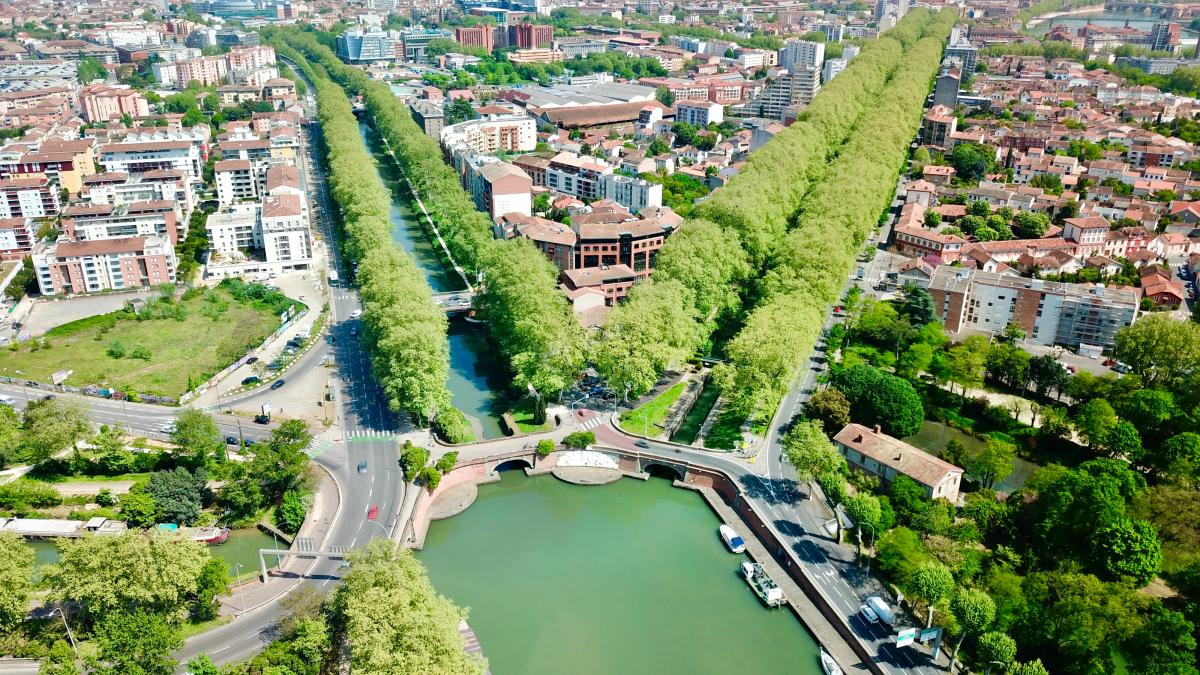 VNF Canal du Midi –Vue aérienne du port de l'Embouchure des ponts jumeaux et du Canal du Midi